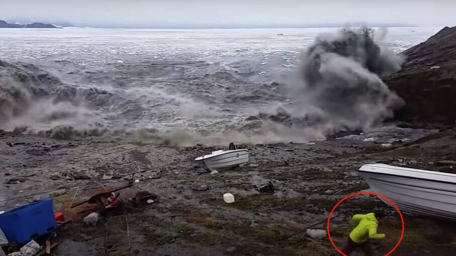 Imagens mostram pescadores fugindo do tsunami na Groenlândia