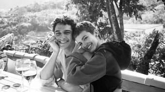 Manu Gavassi posta foto e assume namoro com modelo Jullio Reis