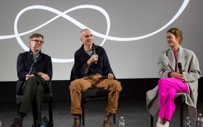 Paul Thomas Anderson, Daniel Day Lewis e a atriz Vicky Krieps durante uma sessão de perguntas e respostas sobre