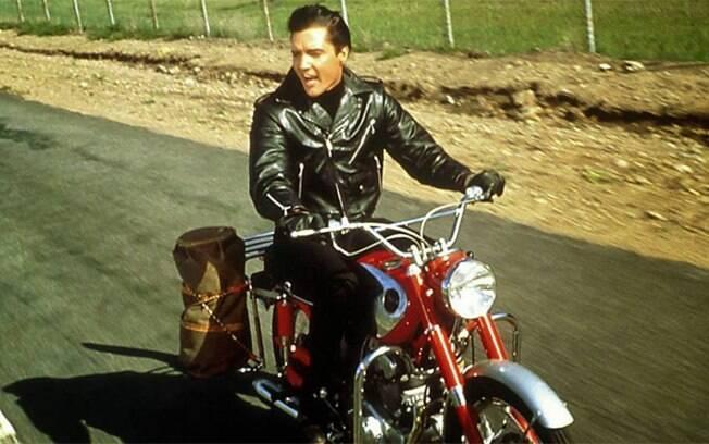 """Elvis Presley em sua Honda CB 77 1964 em """"Carrossel de Emoções"""""""
