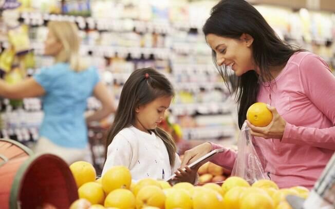 Aproveite as férias para levar as crianças ao mercado e mostrar como funciona a matemática no dia a dia