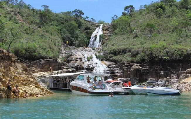 Durante indicado passeio de lancha em Capitólio, uma das paradas é a belíssima Lagoa Azul