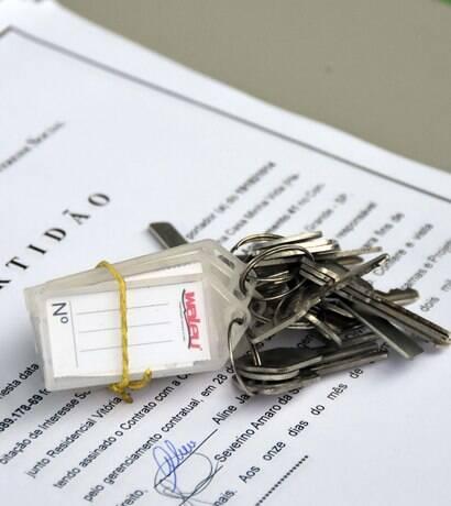 Mais de 100 famílias assinam contrato das unidades do novo conjunto Imperador V