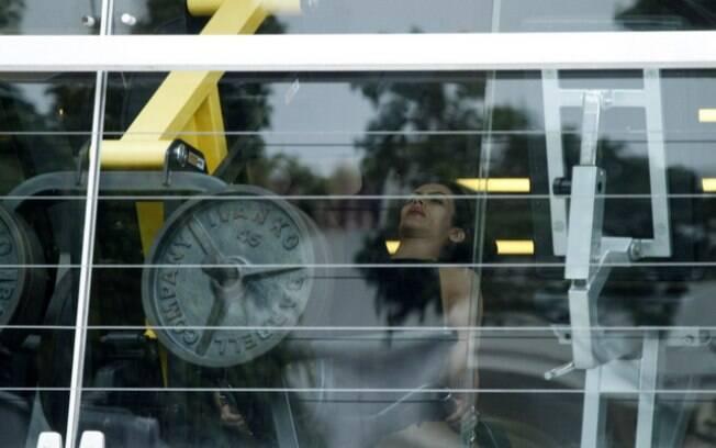 Cleo Pires é fotografada intensificando a malhação