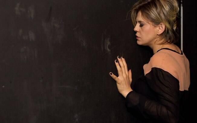 Bárbara Paz equilibra bem todas as nuances com muita terapia e teatro