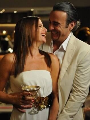Cadinho (Alexandre Borges) com Verônica (Deborah Bloch), uma de suas esposas: um raro mulherengo que se compromete