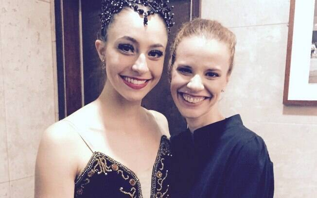 Flavia Viana (à direita) com a bailarina Larissa Luna, solista da Cia Paulista