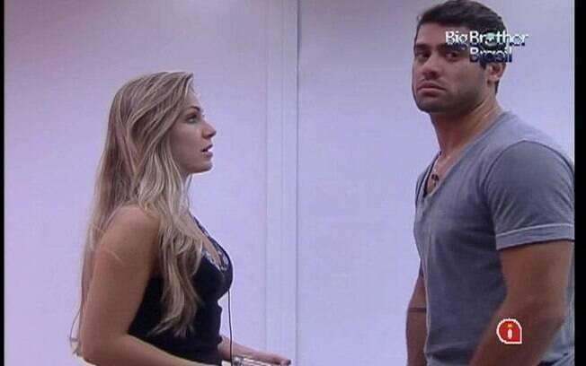 Renata tenta convencer Yuri de que não ficou com Rafa antes da Festa Lapinha