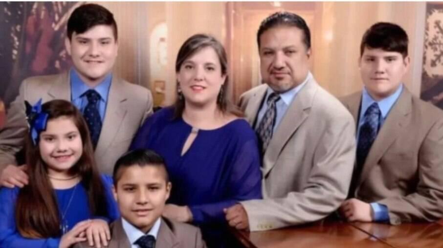 Lawrence e Lydia Rodriquez com os filhos