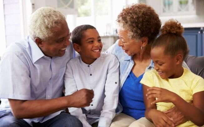 Torne o Dia dos Avós único ajudando as crianças a fazerem os presentes para dar para o vovô e a vovó