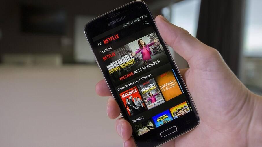 Netflix traz download automático para aplicativos de celular
