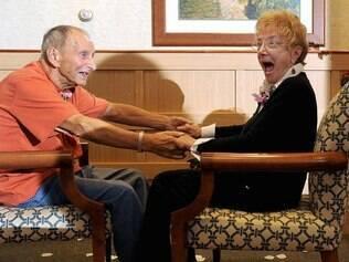 Paul Walker, 88 anos, e Ann Thayer, 87 anos, se casaram na última terça-feira, 14 de novembro