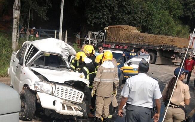BR-101 é via federal brasileira que registra maior número de acidentes. Na imagem, acidente fatal na cidade de Fundão