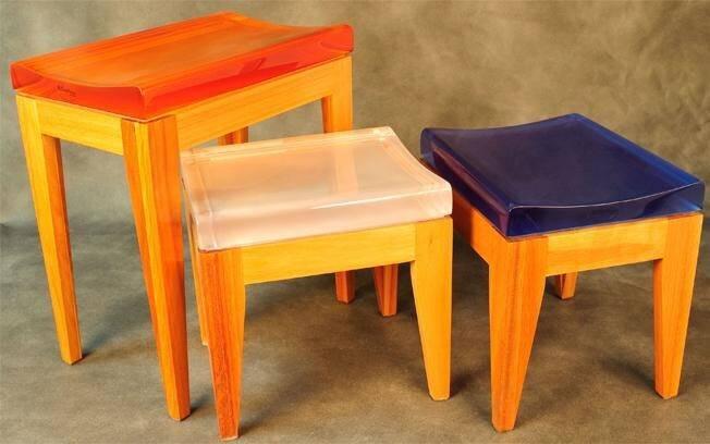 7 MINUTOS - Mude pequenos móveis de lugar. Banquetas e tamboretes são bem versáteis e podem servir de assento, mesa de centro ou mesa lateral