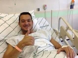 Após a cirurgia, zagueiro Réver confirmou período de recuperação de cerca de três meses