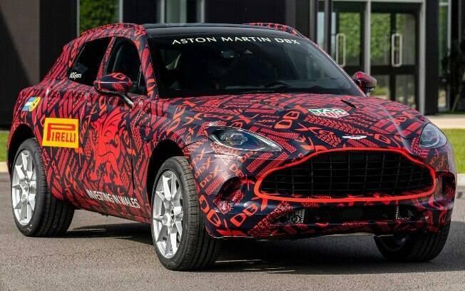 Aston Martin DBX ainda está camuflado, mas veremos a sua estreia no fim do ano, já como modelo 2020