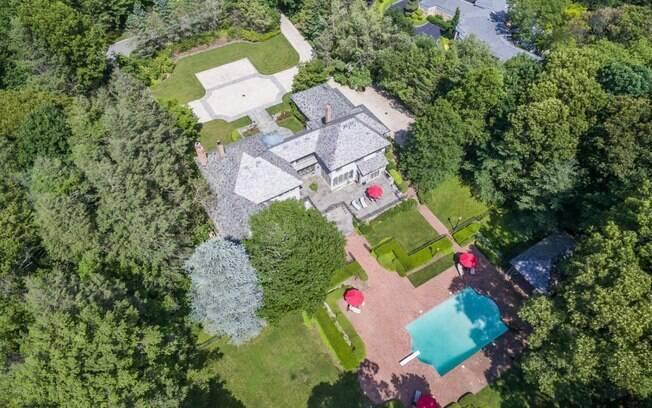 Mansão que pertenceu ao verdadeiro Lobo de Wall Street fica em Long Island e está à venda por R$ 10,6 milhões