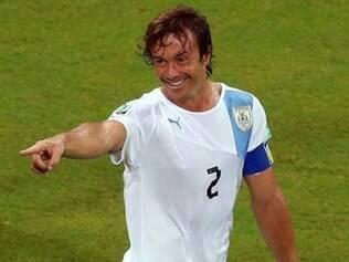 Lugano ainda se recupera de uma inflamação no joelho, que sentiu durante a partida contra a Inglaterra