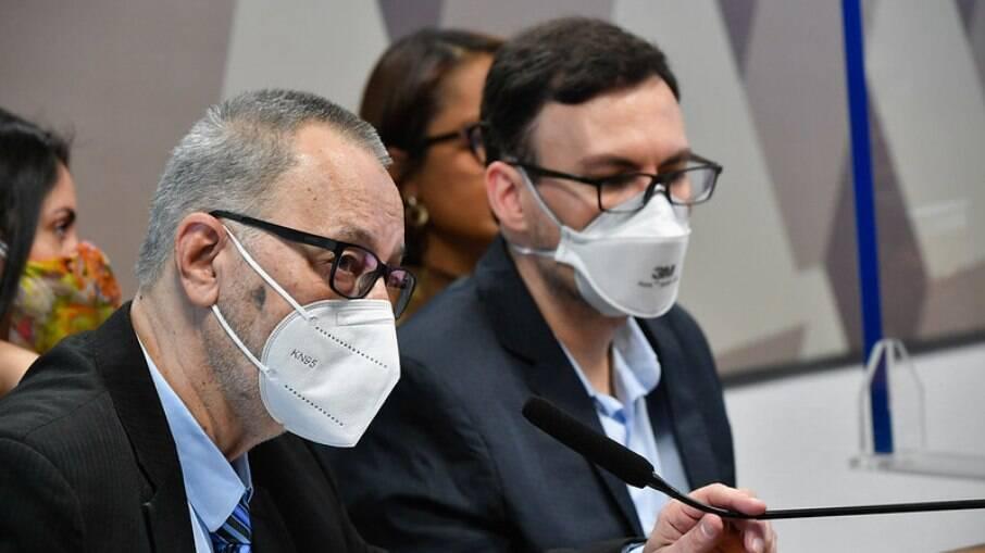 Cliente da Prevent Senior, Tadeu Andrade, e o ex-médico da operadora, Walter Neto