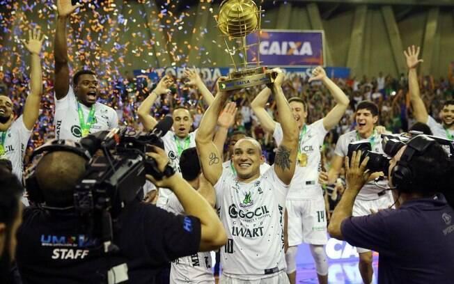 Armador Alex foi um dos grandes nomes do Gocil Bauru Basket na conquista do NBB