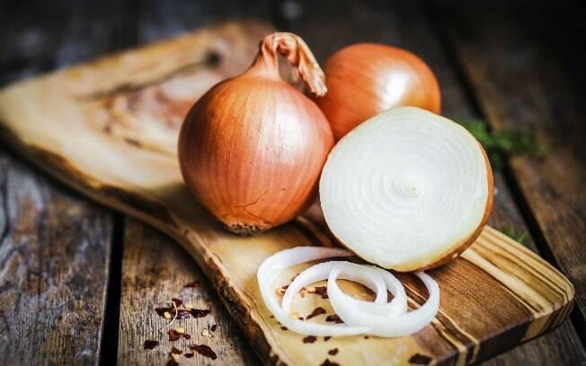 A cebola também gera mau hálito por um tempo. Foto: Thinkstock