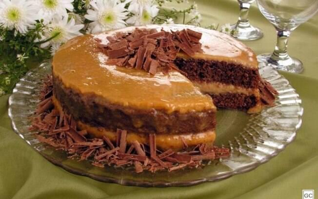 Naked cake de chocolate com doce de leite