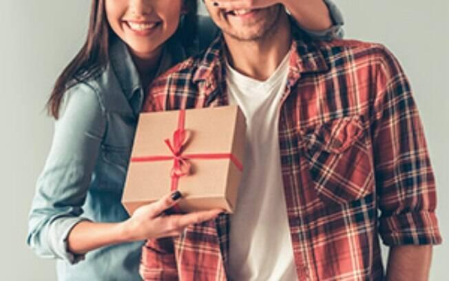 Presente do Dia dos Namorados deve pesar menos no bolso neste ano, diz FGV