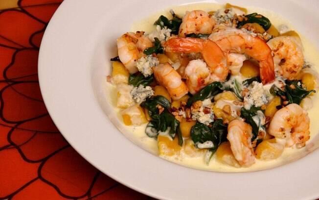Foto da receita Nhoque de abóbora com camarões pronta.