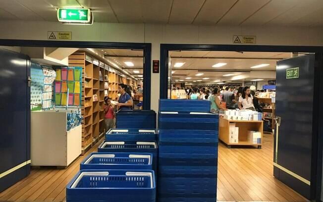 Além da biblioteca, navio conta com áreas para palestras e até peças teatrais