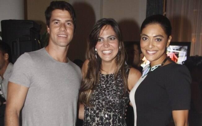 Juliana Paes e Carlos Eduardo Baptista com a aniversariante Carol Sampaio