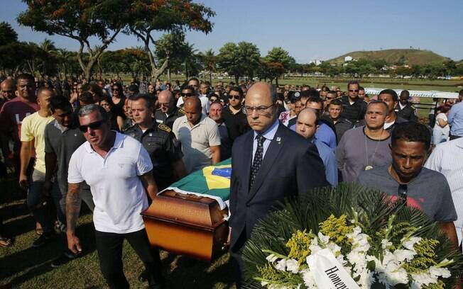 O governador do Rio de Janeiro, Wilson Witzel, prometeu combater fortemente o crime organizado durante o velório de policial que foi morto em confronto com criminosos