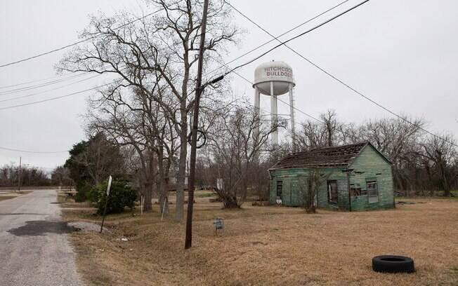Cidade de Hitchcock, Missouri, onde Michael Sam passou uma infância pobre e complicada