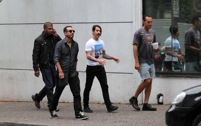 Anthony Kiedis tirou a tarde desta quarta-feira para passear pelo bairro dos Jardins, em São Paulo