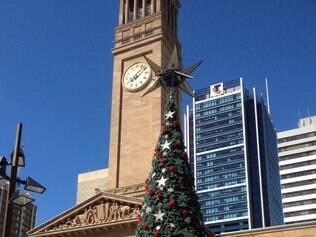 Árvore de Natal enfeita as ruas de Brisbane, na Austrália