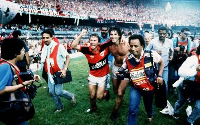 Zico e Renato Gaúcho comemoram título do módulo verde de 1987 pelo Flamengo