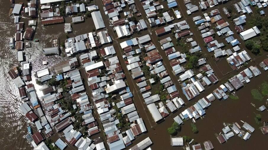 Cheia dos rios no Amazonas afeta cerca de 450 mil pessoas