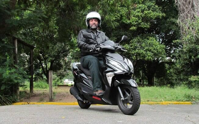 Bonitinho, o scooter Honda Elite 125 não é muito amigo das ruas esburacadas