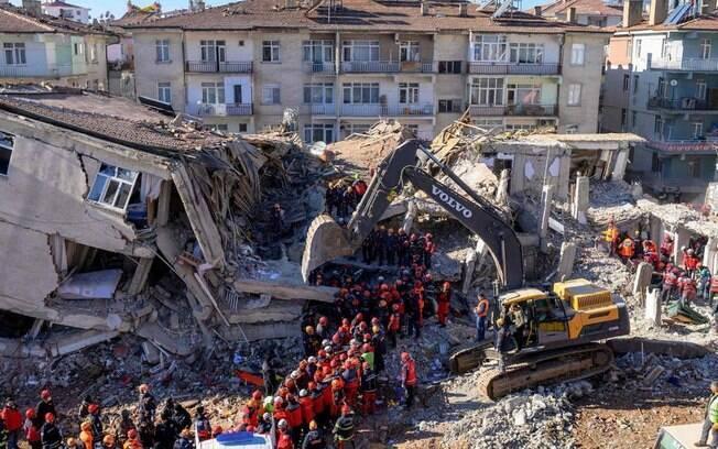 Os fortes tremores na Grécia e na Turquia mataram diversas pessoas