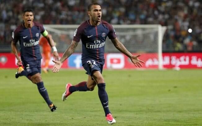 Daniel Alves trocou a Juventus pelo Paris Saint-Germain na última janela de transferências