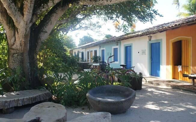 As casinhas coloridas dão um ar alegre ao Quadrado de Trancoso,mais um dos belos lugares para viajar no Brasil a dois
