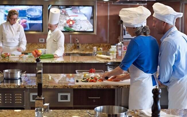 A Oceania Cruises foca muito na parte gastronômica e nos seus navios é possível fazer um curso de culinária a bordo