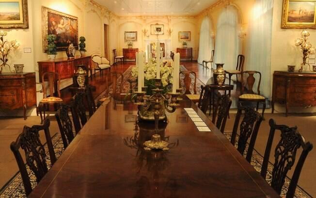 A sala de jantar da casa de Michael Jackson, morto em 2009