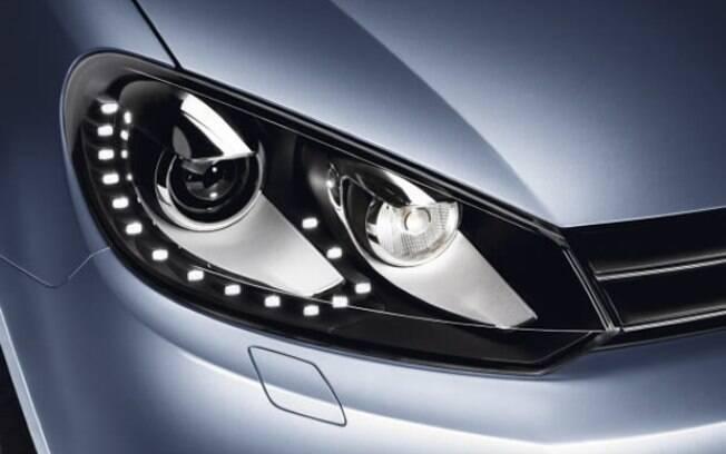 Existe mais de um tipo de lâmpada, que deve estar de acordo com o sistema elétrico do carro e conforme exige a lei atual