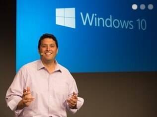 Terry Myerson, chefe da divisão de Windows, apresenta o Windows 10