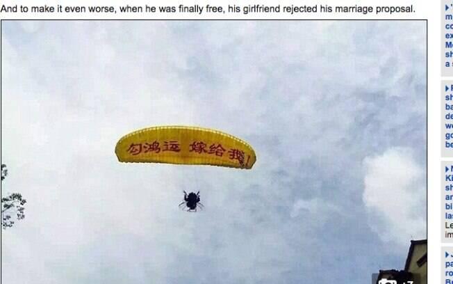 Homem usa paraquedas para se declarar para a namorada na China