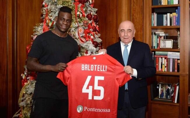 Mario Balotelli  anunciado pelo Monza, da segunda diviso italiana