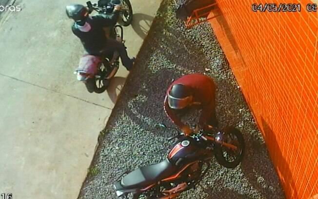 Câmeras de segurança flagram furto de moto na Abolição, em Campinas