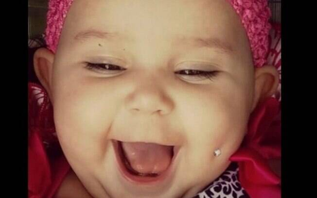 Mãe publica foto de bebê com piercing como protesto contra a circuncisão genital masculina e causa polêmica