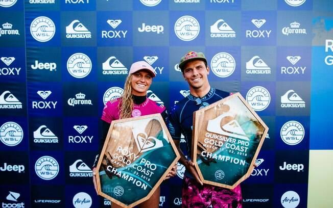 Lakey Peterson e Julian Wilson, os campeões da primeira etapa do Circuito Mundial de Surfe, na Austrália