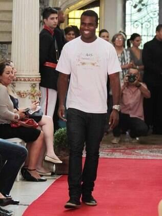 Rafael Zulu desfila no Fashion Kids 2012